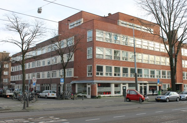 Hoek Davisstraat (links).